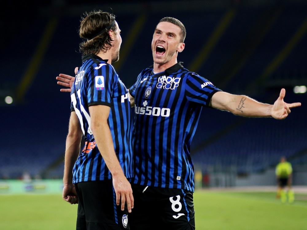 Bergamos Gosens (r.) trifft im Spiel gegen Parma. ©FIRO/SID