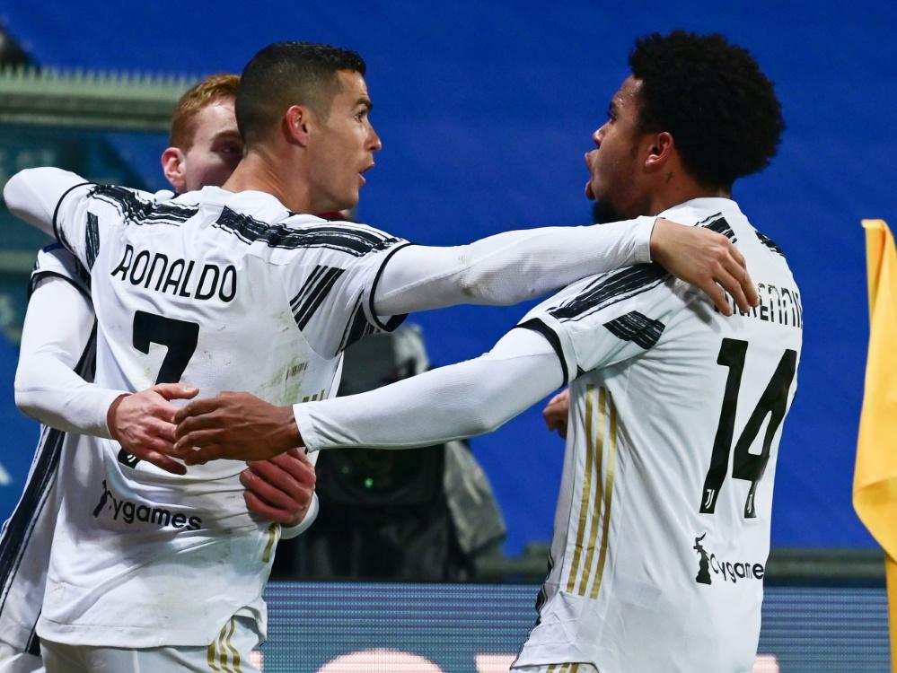 Ronaldo (M.) jubelt mit seinen Teamkollegen . ©SID MIGUEL MEDINA