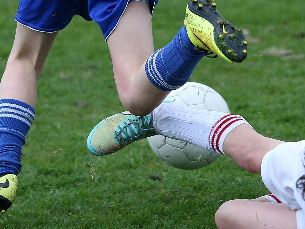 Fußball in Schottland ab der dritten Liga pausiert. ©FIRO/SID