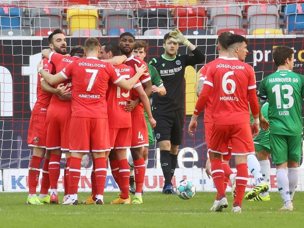 Die Fortuna setzt sich mit 3:2 gegen Hannover 96 durch . ©FIRO/SID