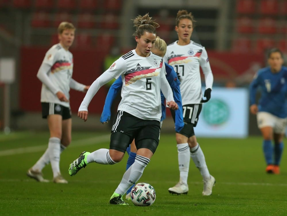 Lena Oberdorf legt den Fokus auf den Fußball. ©FIRO/SID