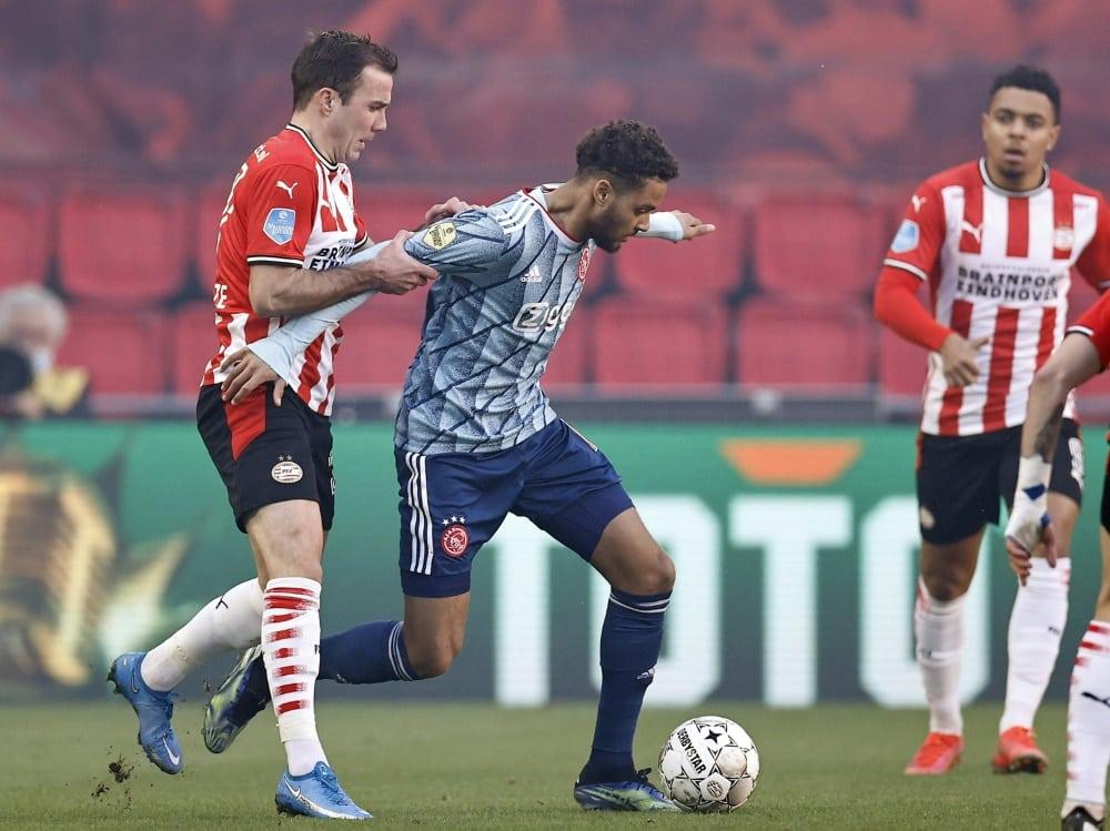 Mario Götze (l) hat mit dem PSV den Sieg vergeben. ©SID MAURICE VAN STEEN