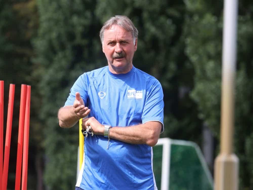 Neururer glaubt nicht an Schalke-Rettung. ©FIRO/SID
