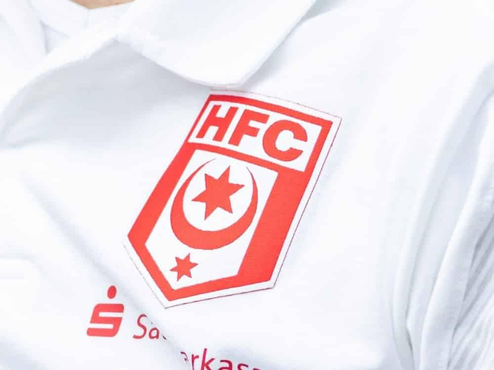 4000 Euro-Strafe für Drittligist Hallescher FC. ©FIRO/SID