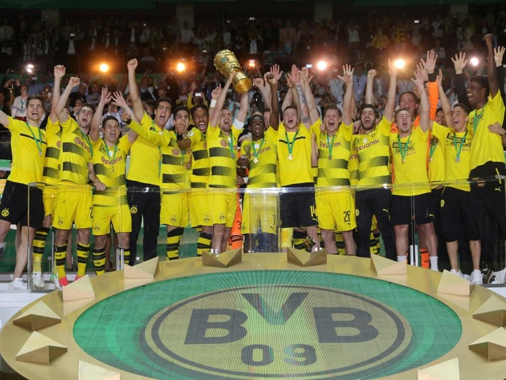 Fan-Mehrheit wünscht sich Pokal-Erfolg des BVB. ©FIRO/SID
