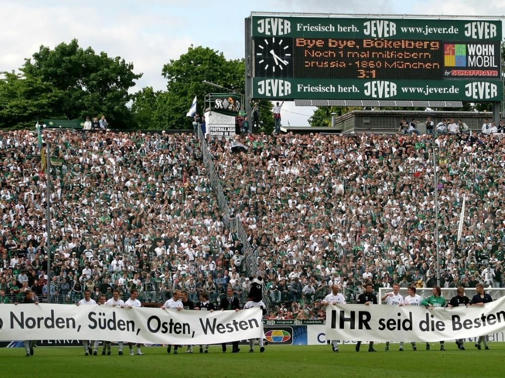 Die Verabschiedung vom Bökelbergstadion am 22. Mai 2004. ©FIRO/SID