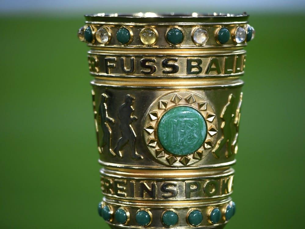 Nachwuchsspieler werden den Pokal überreichen. ©SID INA FASSBENDER
