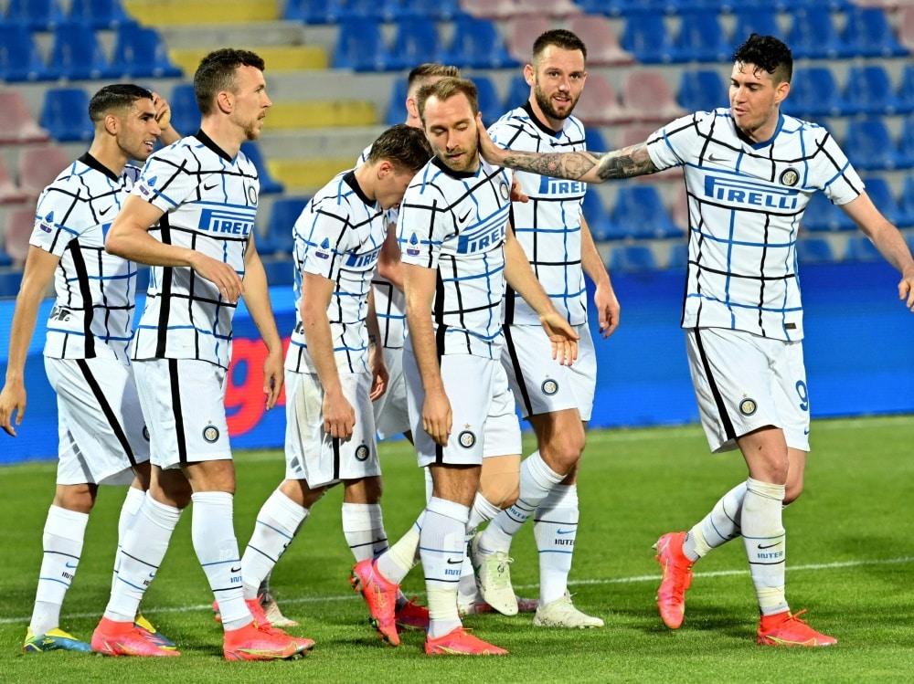 Die Spieler-Gehälter sollen bei Inter gekürzt werden. ©SID GIOVANNI ISOLINO
