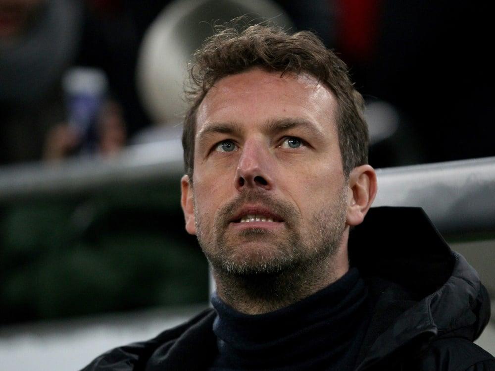 Markus Weinzierl verliert sein Comeback-Spiel beim FCA. ©FIRO/SID
