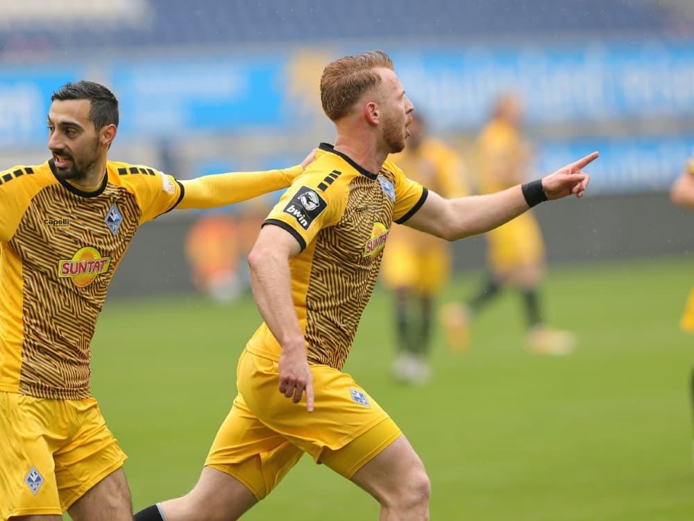 Waldhof Mannheim gewinnt mit 3:2 gegen den Halleschen FC. ©firo Sportphoto/SID firo Sportphoto/Ralf Ibing