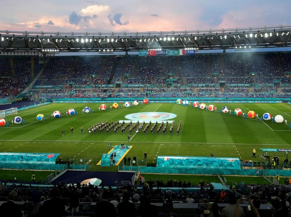Die Fußball-Europameisterschaft startet mit bunter Show. ©SID Andrew Medichini