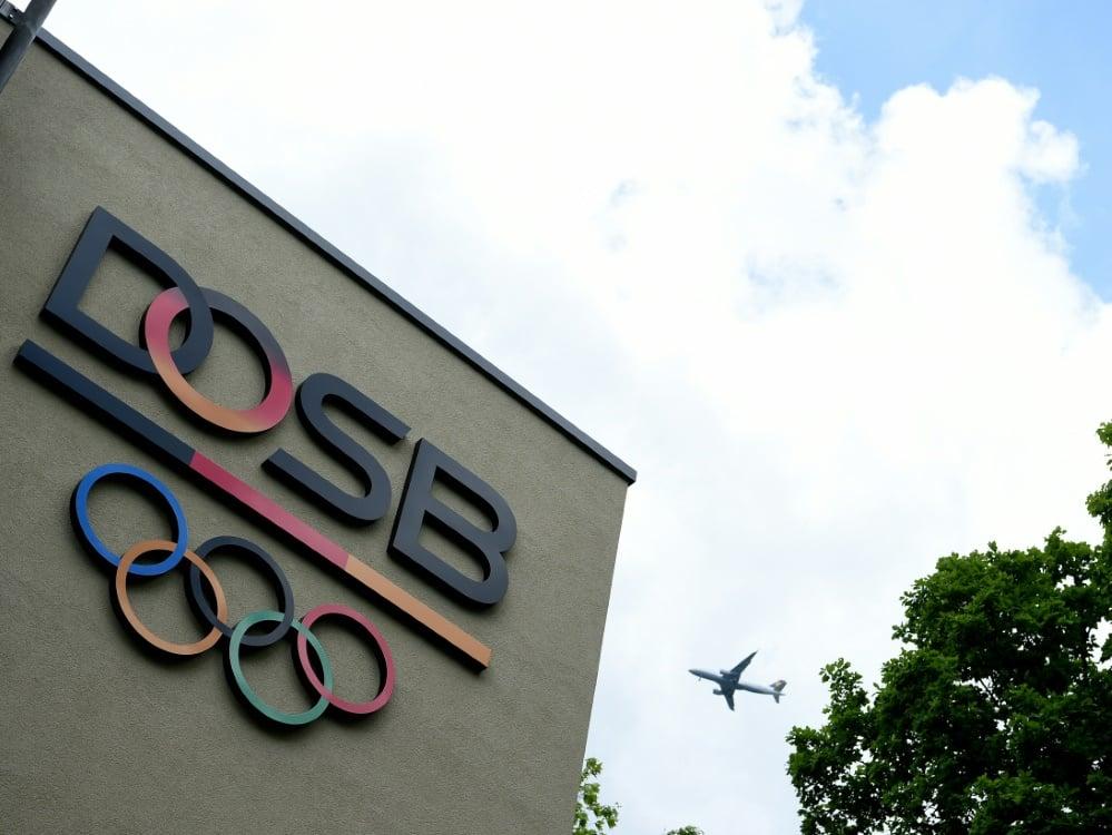 Der DOSB kämpft für die Wiederaufnahme von Amateursport. ©SID PATRIK STOLLARZ