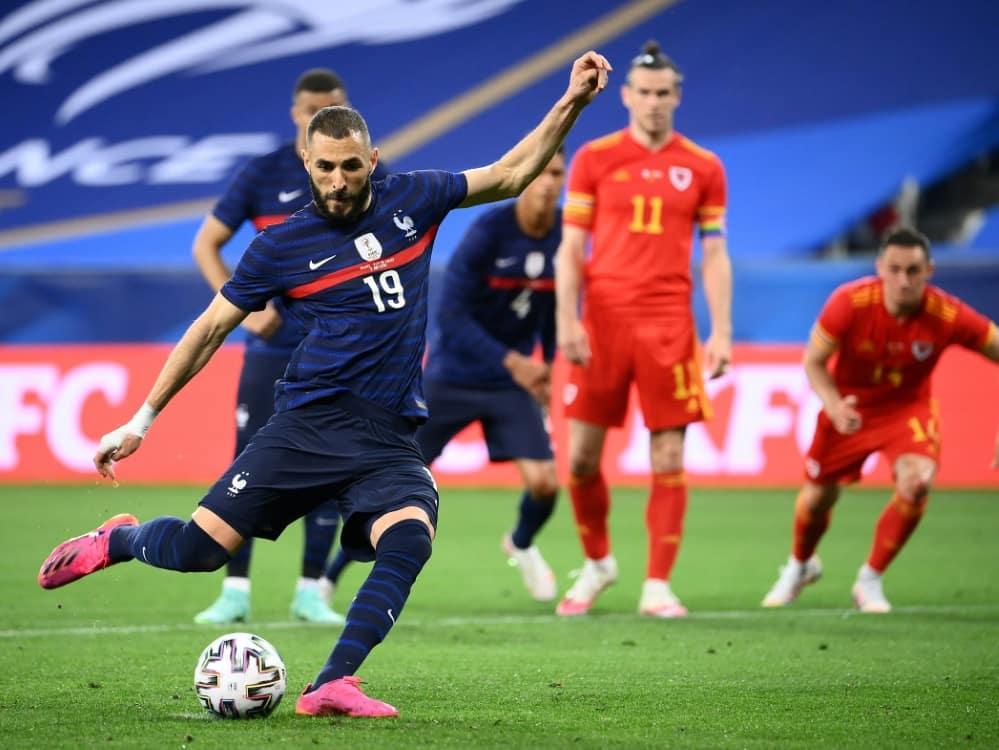 Karim Benzema verschießt gegen Wales einen Elfmeter. ©SID FRANCK FIFE