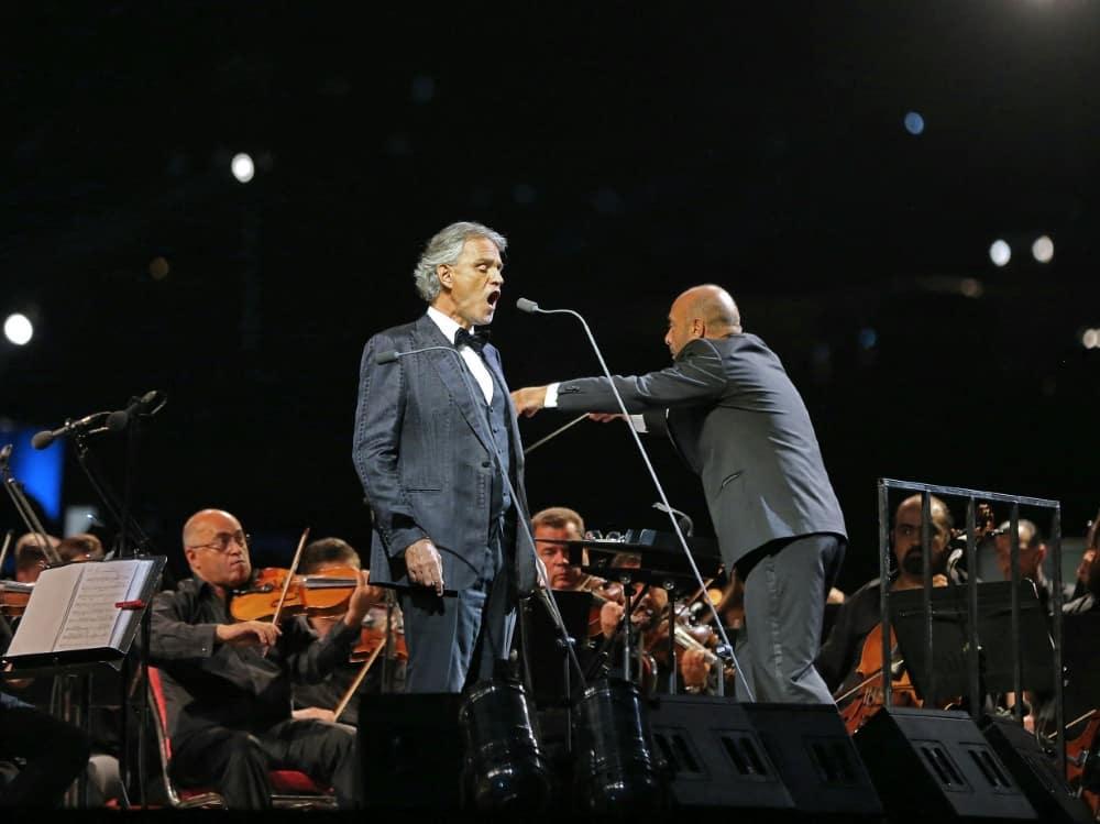 Andrea Bocelli singt beim EM-Eröffnungsspiel. ©SID KHALIL MAZRAAWI