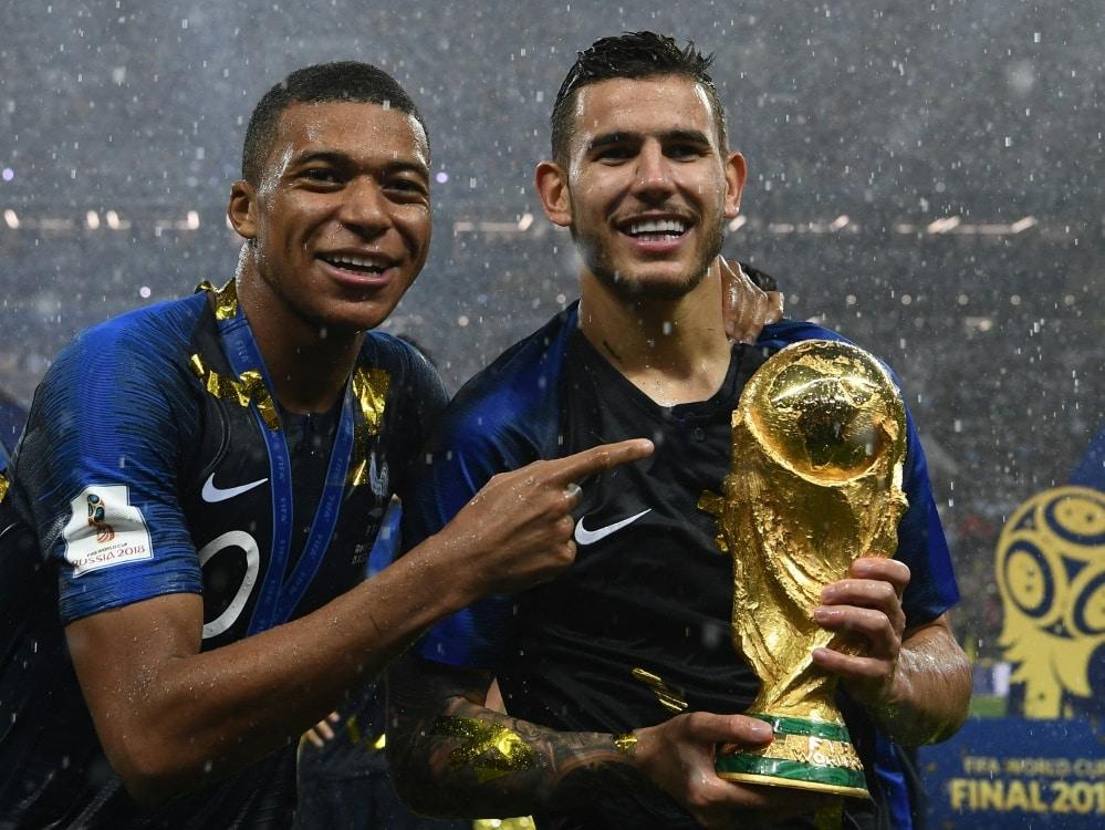 Mbappe und Hernandez gewannen 2018 mit Frankreich die WM. ©SID FRANCK FIFE