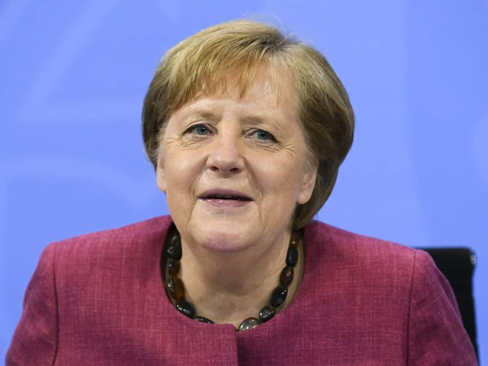 Angela Merkel trifft das DFB-Team vor dem Turnier. ©SID ANNEGRET HILSE