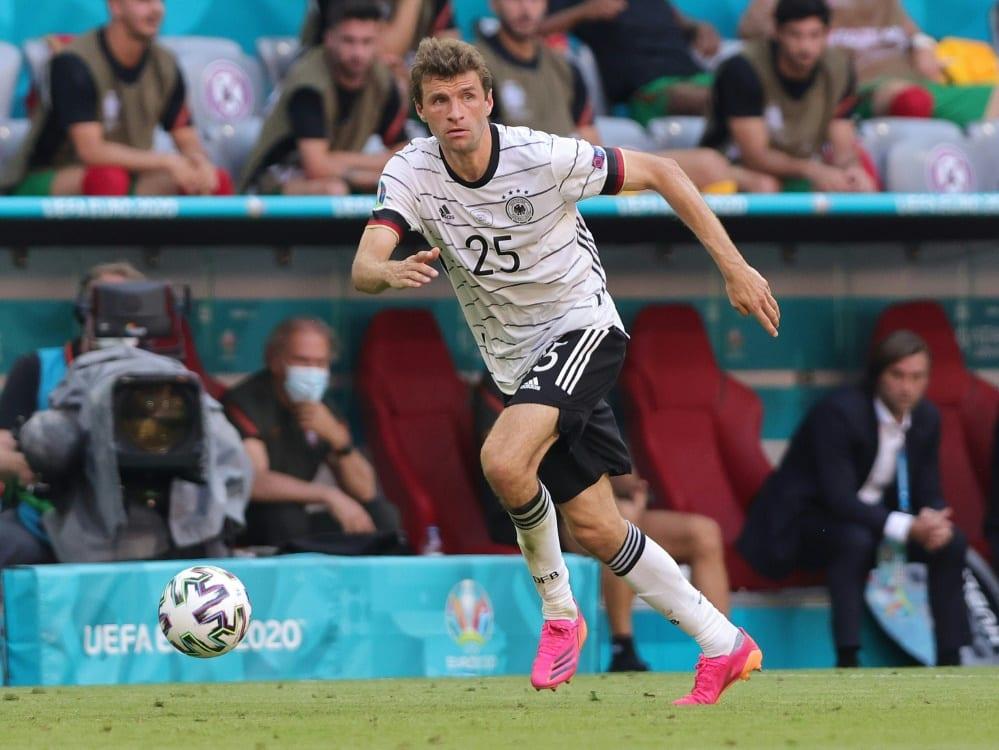 Thomas Müller leidet an einer Kapselverletzung im Knie. ©FIRO/SID