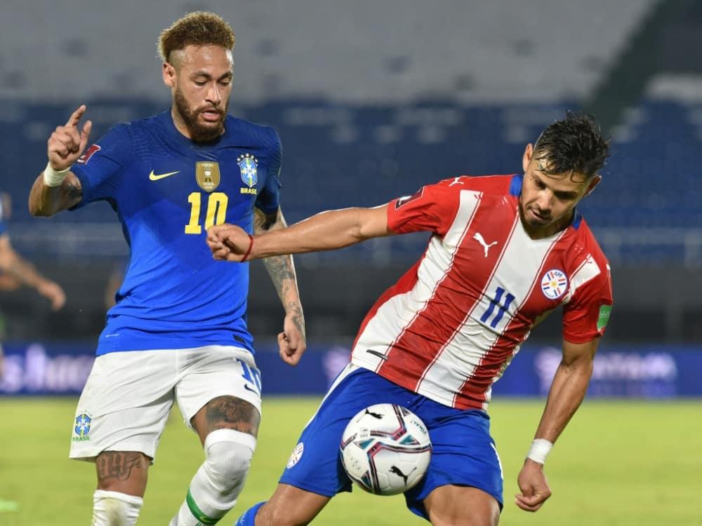 Neymar (l.) traf in Asuncion zur Führung. ©SID NORBERTO DUARTE