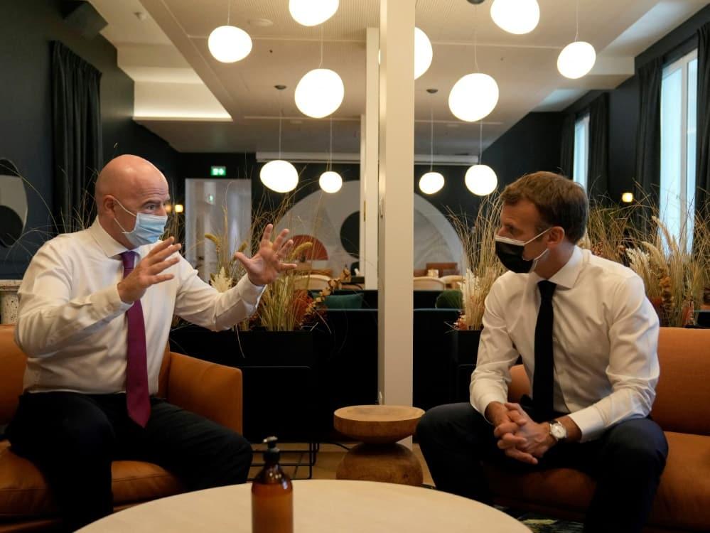 Macron und Infantino weihen FIFA-Niederlassung ein. ©SID FRANCOIS MORI