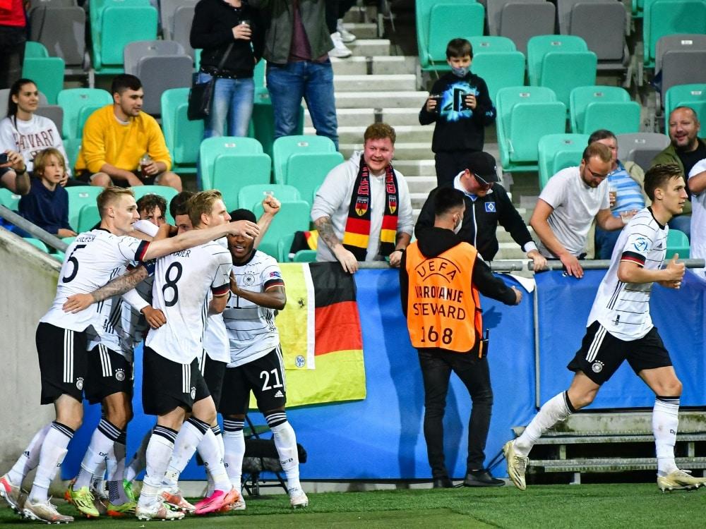Die deutsche U21-Auswahl feiert den EM-Titel. ©SID JURE MAKOVEC