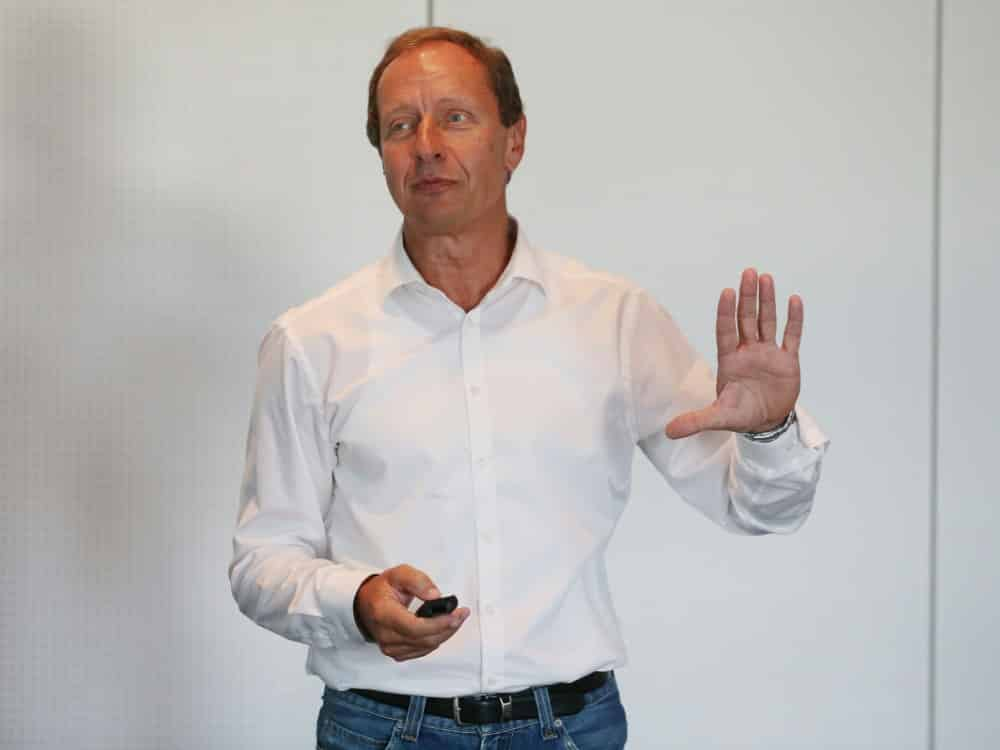 Hellmut Krug kritisiert die Handhabung des VAR. ©FIRO/SID