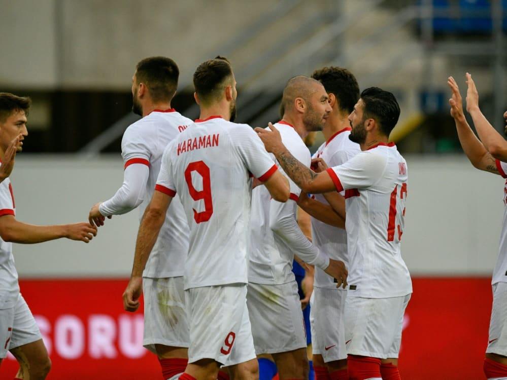 Die Türkei schlägt Moldau mit 2:0 . ©SID SASCHA SCHUERMANN