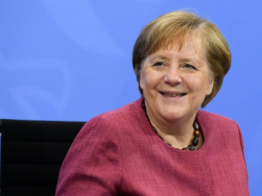 Angela Merkel hat das DFB-Team auf die EM eingestimmt. ©SID ANNEGRET HILSE