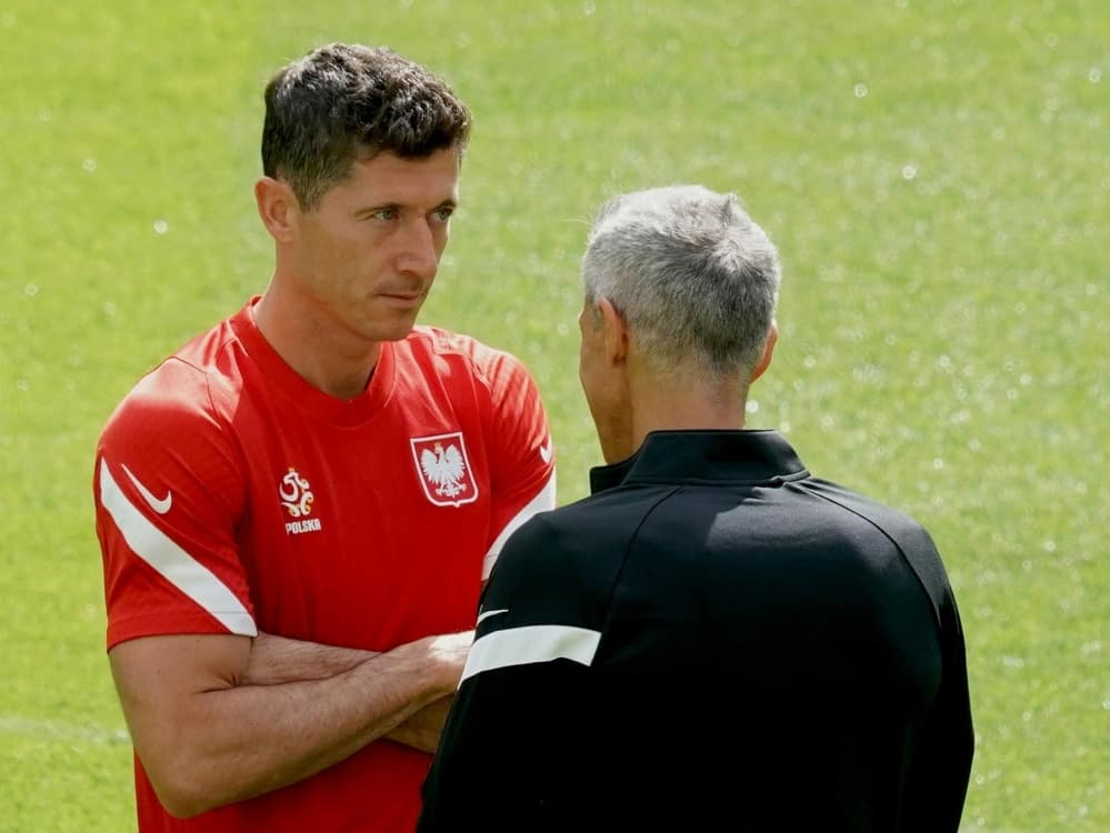 Lewandowski bekommt Rückendeckung von Trainer Sousa. ©SID JANEK SKARZYNSKI