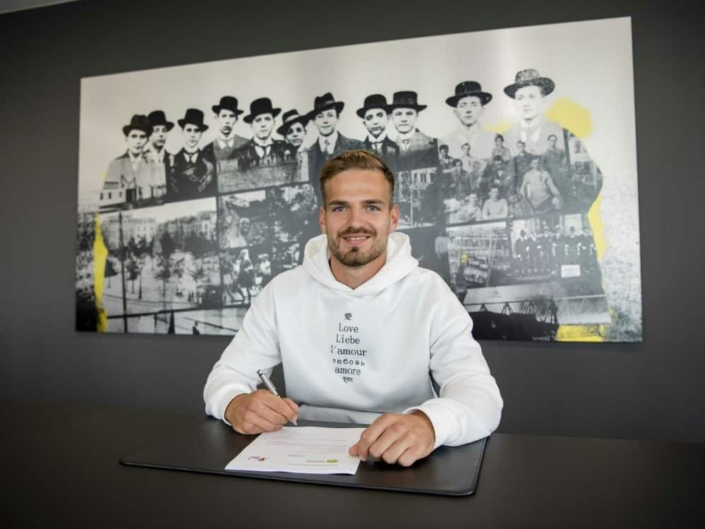 Marin Pongracic unterschreibt beim BVB. ©Borussia Dortmund/Borussia Dortmund
