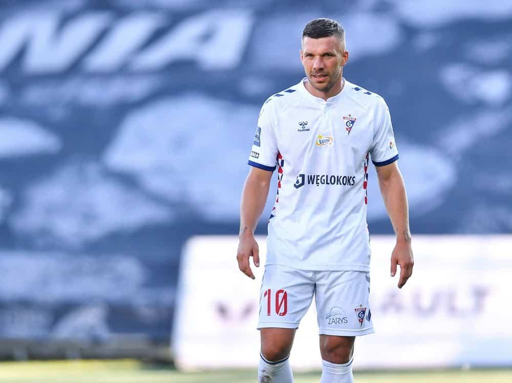 Lukas Podolskis Coronatest ist positiv. ©firo Sportphoto/SID
