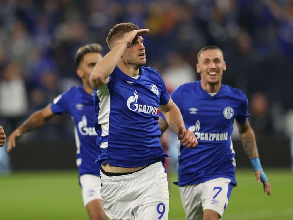 Doppelpack: Simon Terodde (M.) schießt Schalke zum Sieg. ©FIRO/SID ,