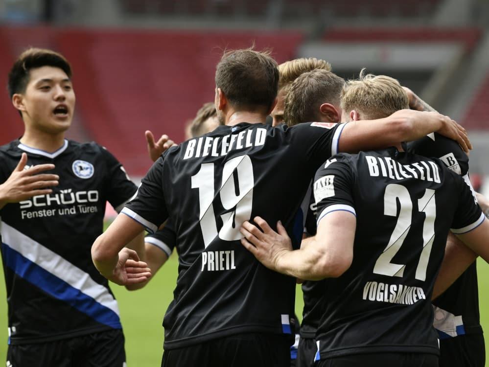 """Bielefeld setzt beim Stadion-Einlass auf """"Überholspur"""". ©SID THOMAS KIENZLE"""