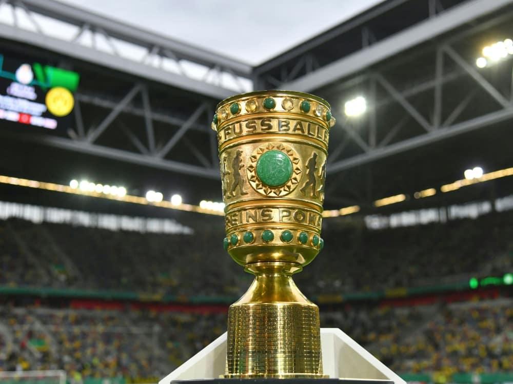 Der DFB-Pokal geht in die zweite Runde . ©SID INA FASSBENDER