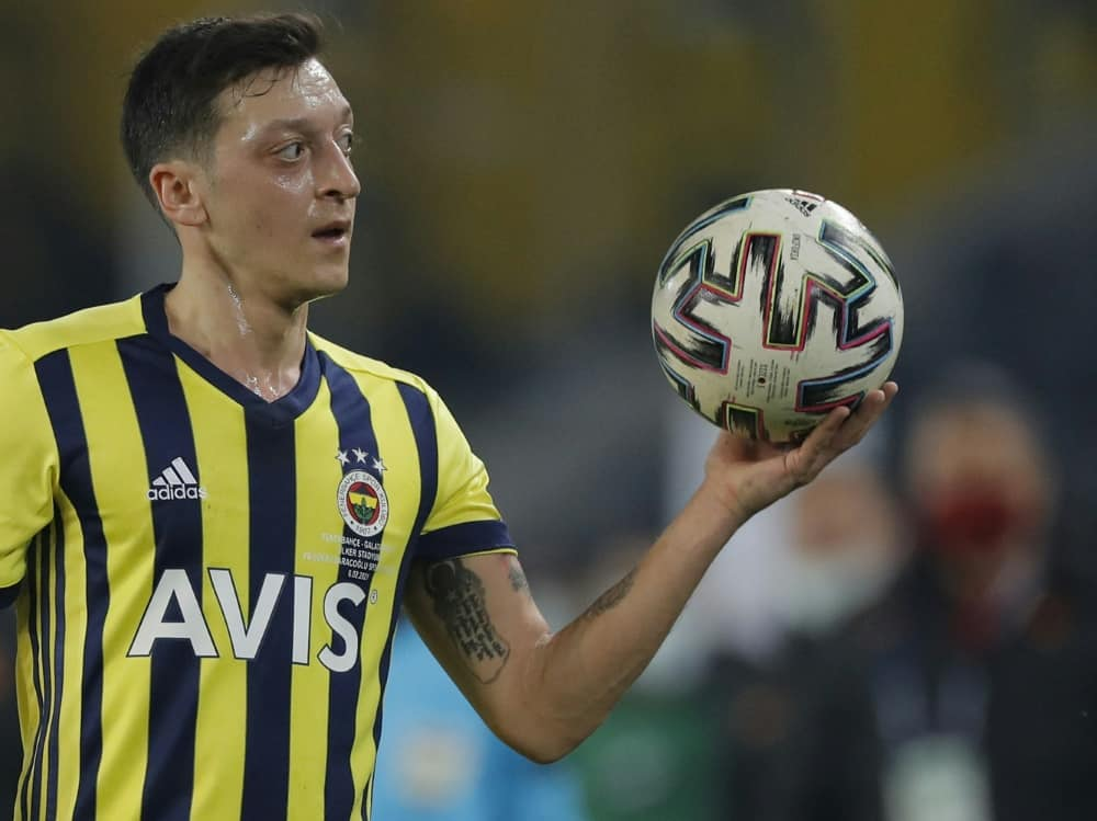Mesut Özil lädt Joachim Löw zu einem Treffen ein. ©SID KENAN ASYALI