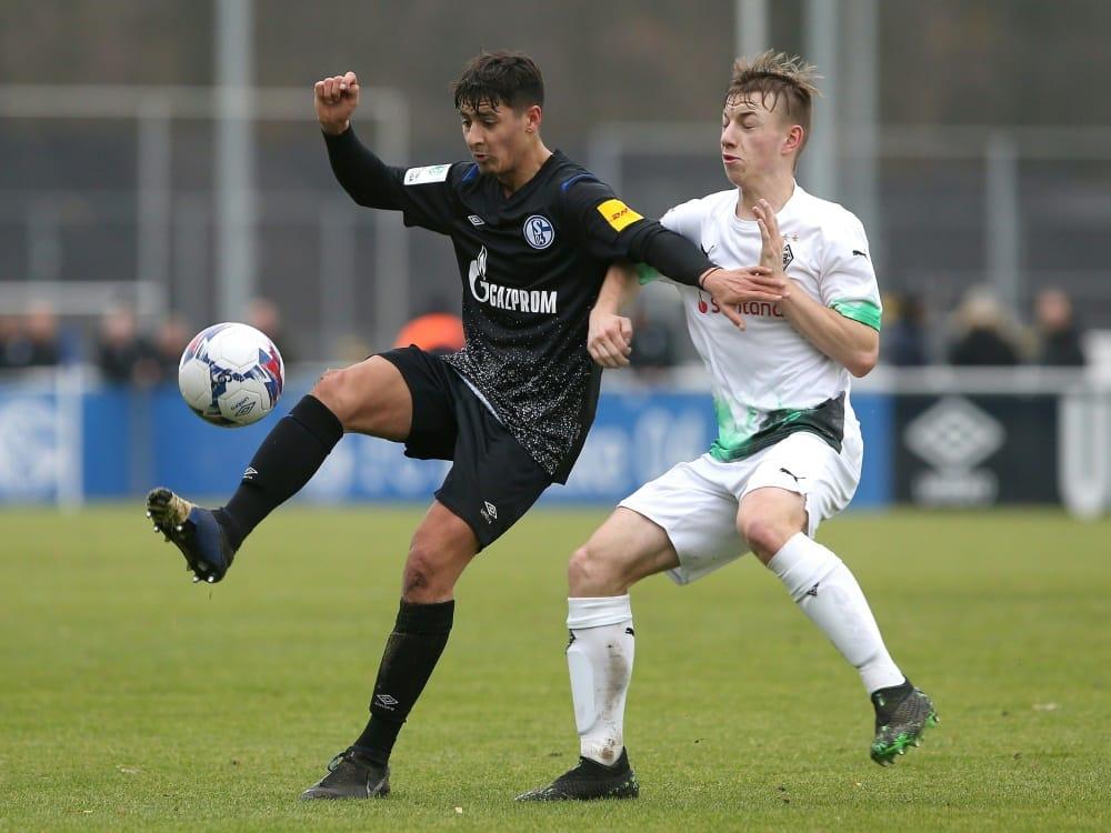 Nachwuchsspieler Luiz Skraback (r.) erhält Profivertrag. ©FIRO/SID