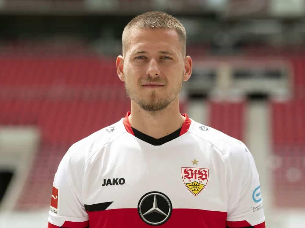 Waldemar Antonfehlt beim Spiel gegen Bayer Leverkusen . ©SID THOMAS KIENZLE