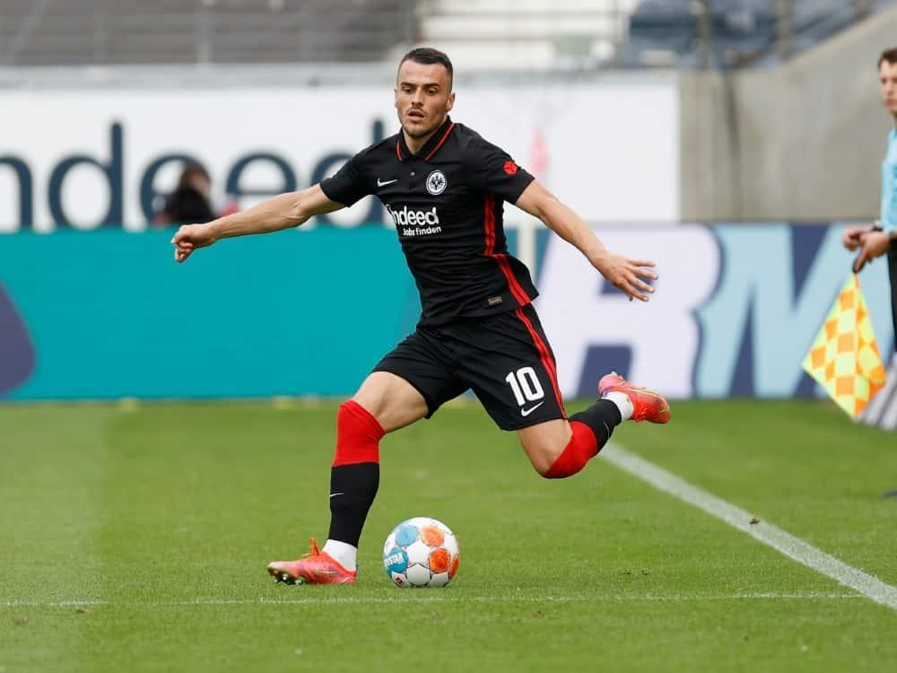 Filip Kostic trifft zum 1:0 gegen Stuttgart. ©firo Sportphoto/SID