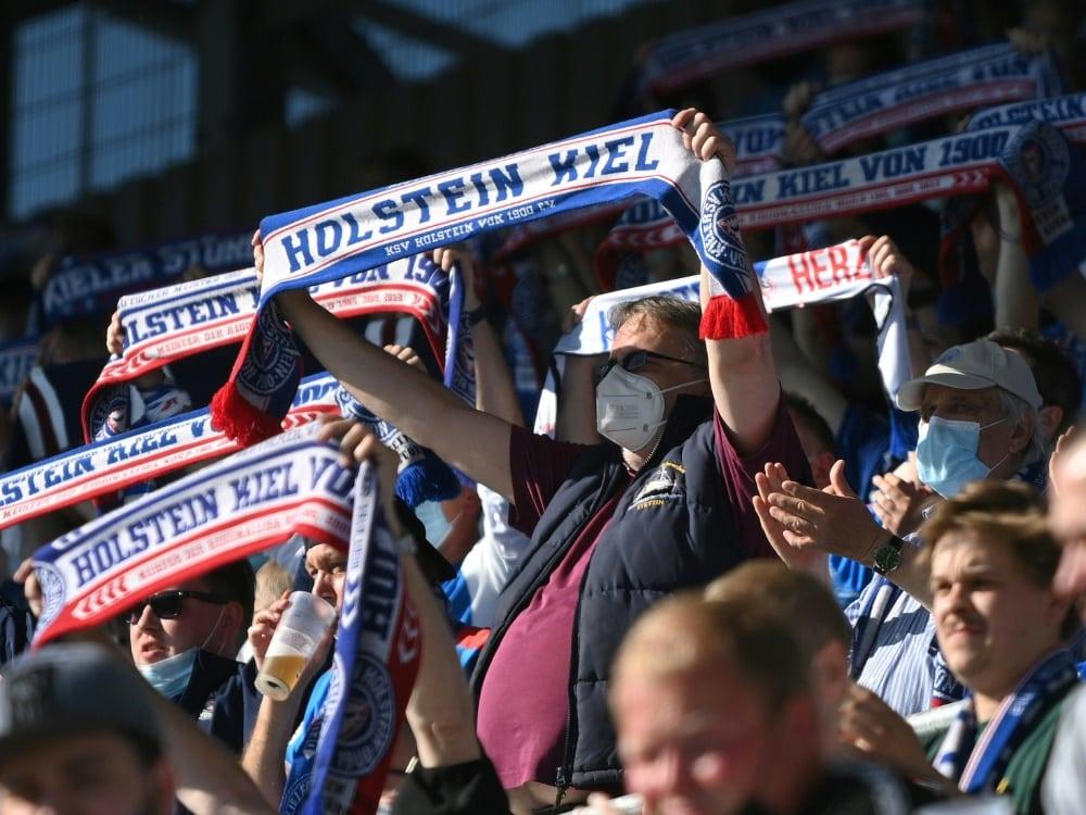 Holstein Kiel darf am Samstag vor 12.000 Fans spielen. ©FIRO/SID