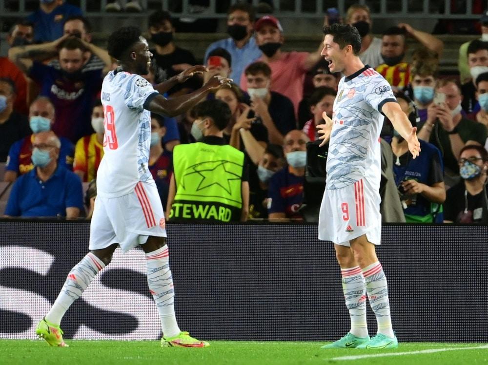 Bayern und Lewandowski gewinnen souverän in Barcelona. ©SID LLUIS GENE