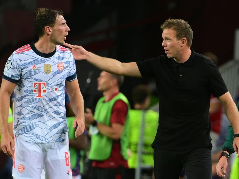 Bayern-Coach Nagelsmann (r.) bleibt zurückhaltend. ©SID LLUIS GENE