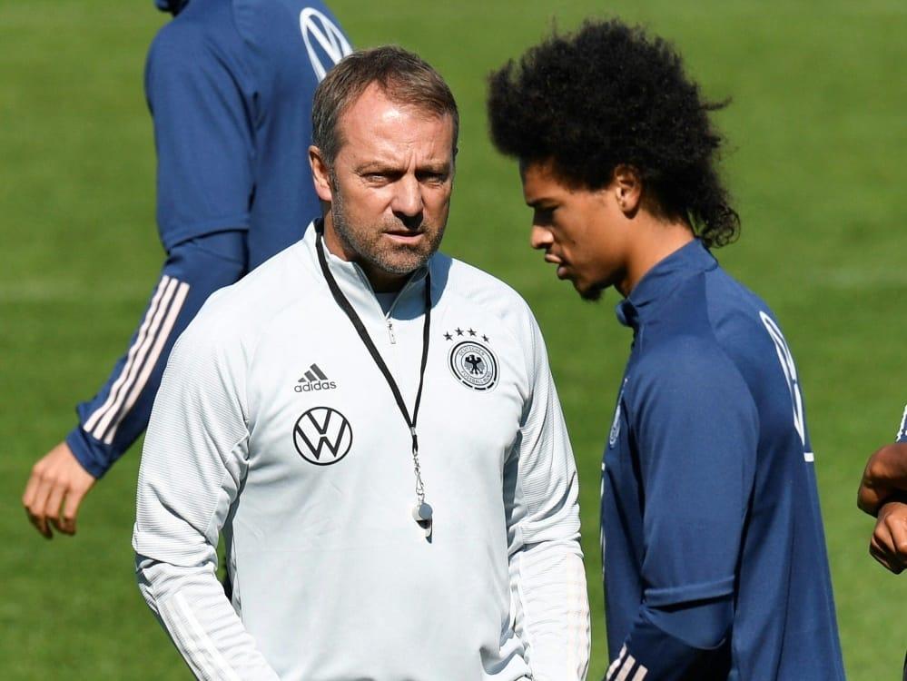 Trainer Hansi Flick (l.) und Offensivspieler Leroy Sane . ©SID THOMAS KIENZLE