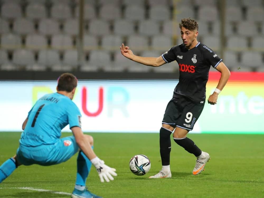 Rene Vollath schießt mit dem MSV Duisburg kein Tor . ©firo Sportphoto/SID