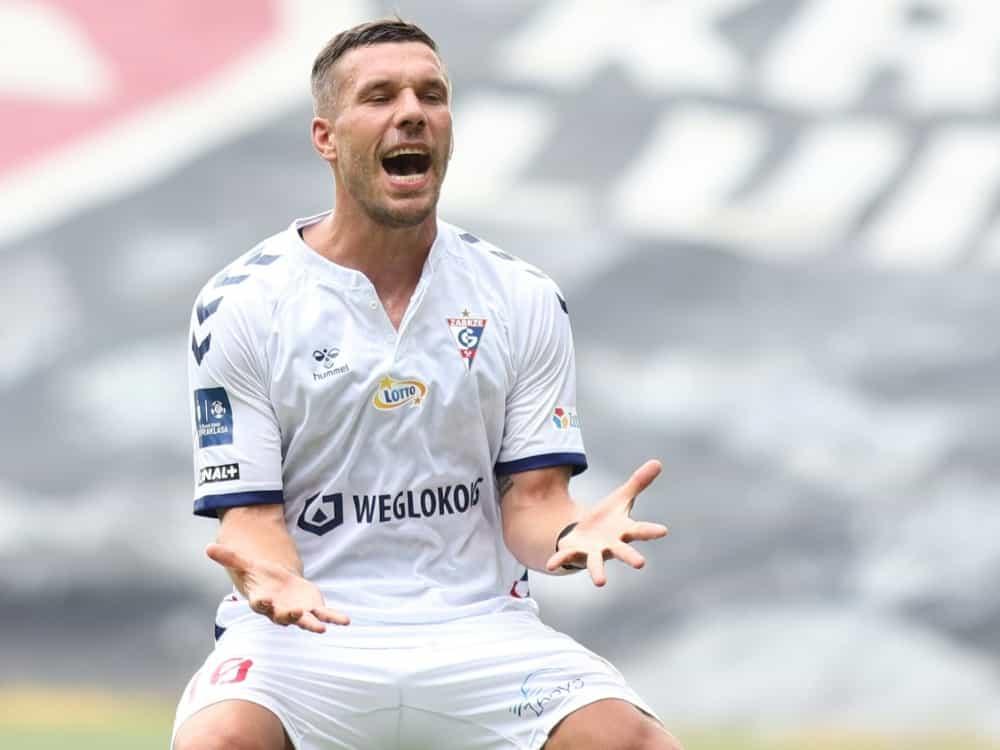 Podolski hält nichts von einer WM alle zwei Jahre. ©FIRO/SID