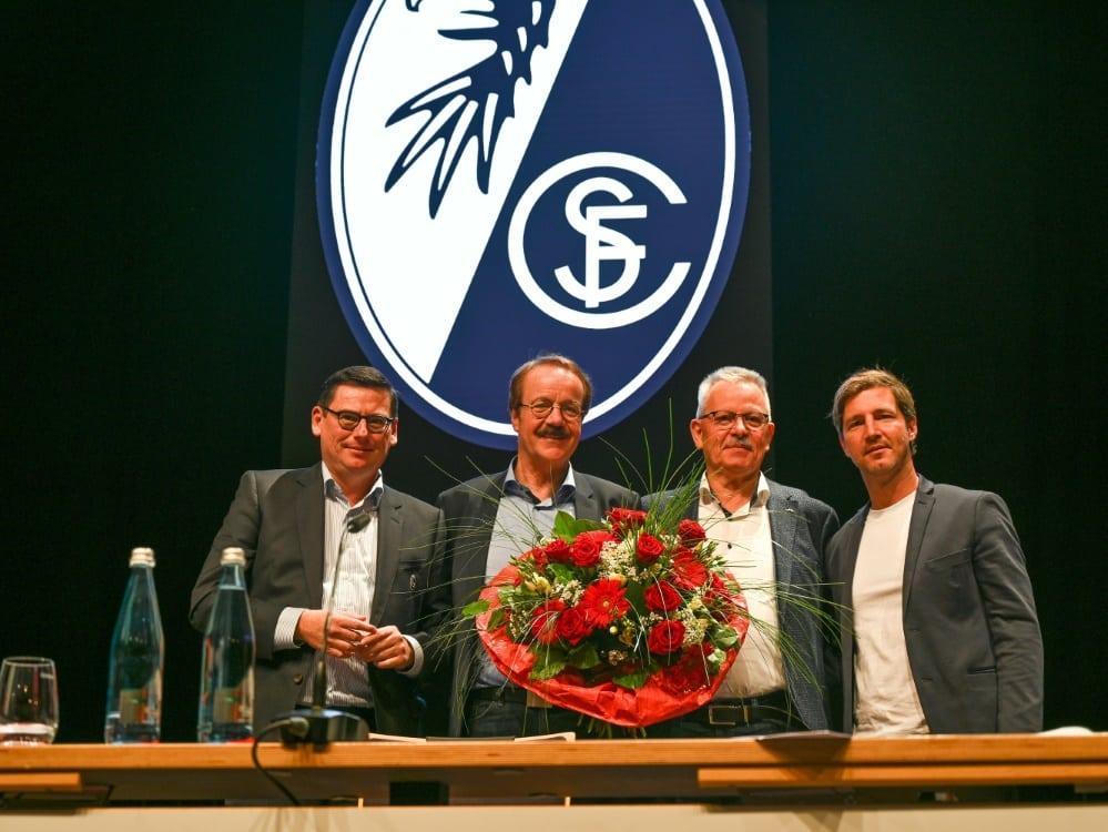 Fugmann (zweiter von l.) ist neuer Präsident des SC . ©Stephan Eckenfels/SID